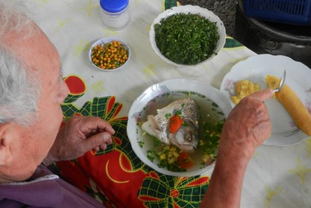 Na śniadanie w dżungli serwują zupę rybną