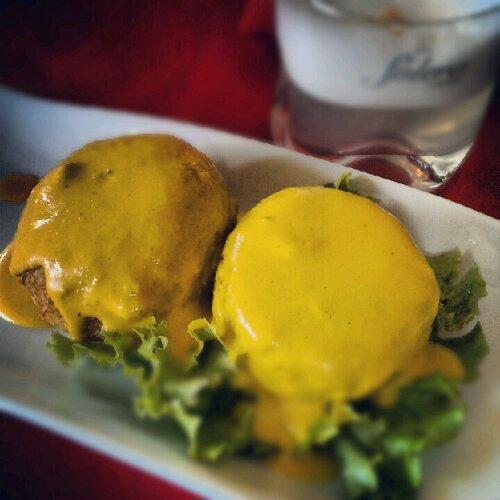 papa huancaina, czyli ziemniak w sosie majonezowo-musztardowym
