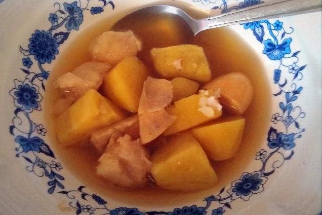 Chińska zupa z czterech składników: pestek Jack Fruit, owoców Yam, świeżego imbiru i słodkich ziemniakiów