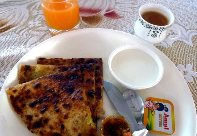 Happy holi! Hinduskie świąteczne śniadanie